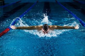 Se buscan hombres de 30 a 55 años que practiquen natación estilo mariposa para comercial en Buenos Aires