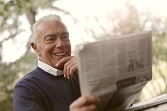 Se seleccionan hombres canosos, buena presencia entre 45 y 60 años