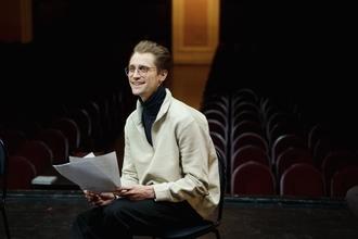 Se buscan actores masculinos de 20 a 35 años para protagonizar en obras teatrales en CABA