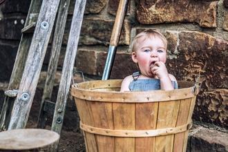 Se solicita bebe varón de 6 o 7 meses rubio o castaño claro para publicidad