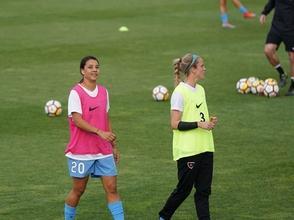 Se requieren chicas entre 12 y 15 años q jueguen al fútbol en algún club