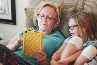 Se buscan abuelos y abuelas de 55 a 75 años para proyecto remunerado