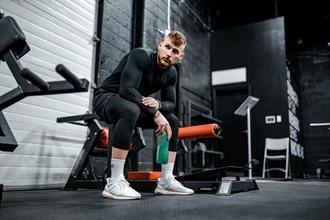 Se necesitan hombres musculosos de 30 a 40 años para publicidad