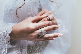 Se convocan modelos de manos femenina para campaña de bijouterie