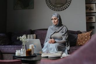Se requieren mujeres que usten hijab o similar para proyecto