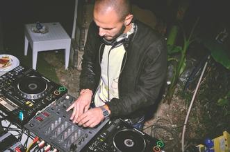 Se necesita DJ con experiencia en cachengue y ritmos variados para eventos