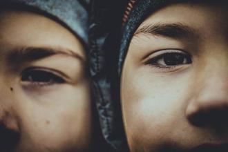 Se seleccionan urgentemente actores gemelos de 20/24 años