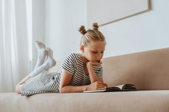 Se busca niña rubia de 5 a 6 años para serie de TV