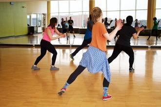 Se solicitan docentes de k-pop, iniciación a la danza y zumba para estudio de danzas