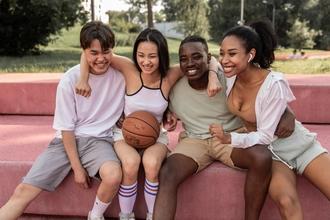 Se solicitan jóvenes de origen latino de 13 a 17 años para proyecto remunerado