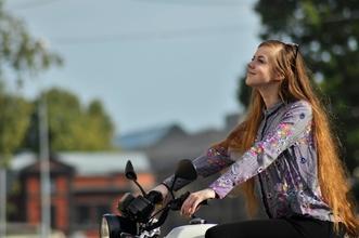 Se buscan mujeres motociclistas para proyecto remunerado