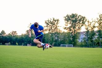 Se requieren hombres entre 18 y 30 años que hagan freestyle (fútbol)