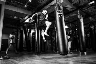 Se requieren hombres que hagan artes marciales mixtas de 18 a 40 años para publicidad