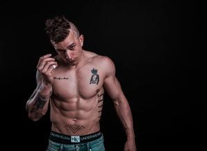Se buscan chicos con tatuajes para proyecto remunerado en Buenos Aires