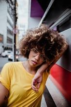 Se requieren mujeres afros, rubias y coloradas