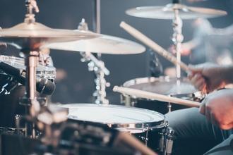 Se seleccionan hombres y mujeres de 30 a 55 años que sean bateristas para comercial en CABA