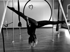 Se necesitan performers en acrobacia aérea, contorsionistas, magos o malabaristas para productora