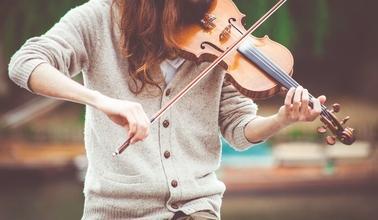 Se necesitan bailarinas, violinistas, pintoras y acróbatas para nueva serie