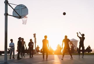 Se solicitan mujeres y hombres basketbolistas entre 18 y 30 años para comercial
