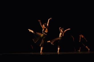 Se buscan profesor de danzas, baile y acrobacia para escuela para niños y adultos