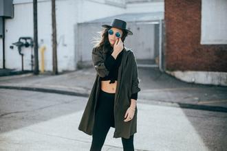 Se solicitan modelos femeninas para fotografías de ropa informal