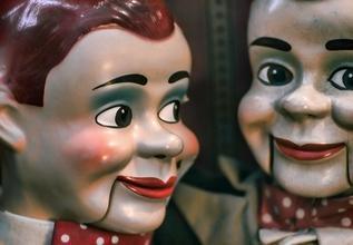 Se buscan titiriteros manipuladores y realizadores para funciones en colegios