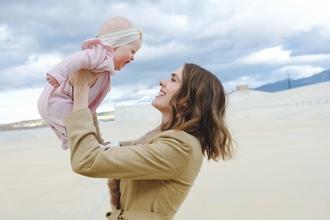 Se busca actriz con bebé de pocos meses para proyecto remunerado