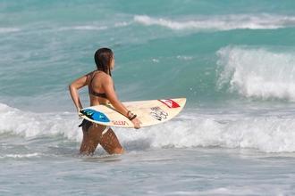 Se requieren mujeres de 27 a 33 años que hagan surf para rodaje audiovisual