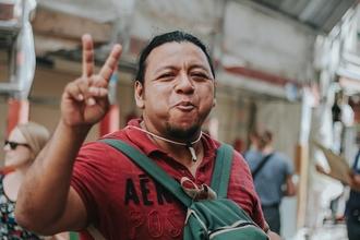 Se necesita hombre extranjero con rasgos latinos de 44 a 55 años para proyecto remunerado