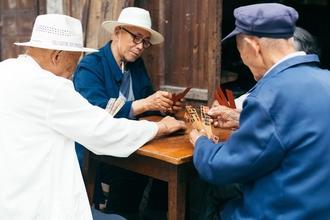 Se convocan hombres orientales entre 40 y 90 años para comercial