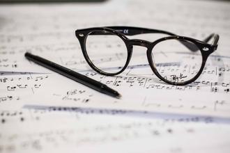 Se buscan profesores o profesoras de teclado, batería y violín para escuela de música en Villa Luro