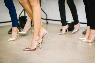 Se necesitan modelos profesionales con experiencia para campaña de zapatos