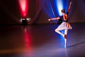 Se necesitan hombres y mujeres  bailarines de todos los ritmos de 18 a 40 años