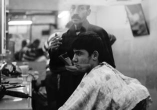 Se solicitan peluqueros reales de 50 a 75 años
