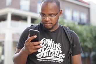 Se selecciona hombre de raza negra entre 20 y 45 años para publicidad