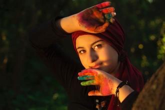 Se seleccionan mujeres árabes de 20 a 30 años