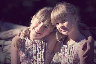 Se solicitan hermanos mellizos o gemelos de 5 a 15 años para proyecto remunerado