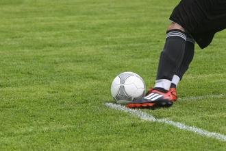 Se convocan hombres que juguen fútbol de 45 a 70 años para publicidad