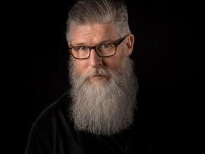 Se requiere actor con barba larga de 50 a 65 años para eventos