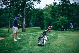 Se buscan hombres entre 25 y 45 años que jueguen al golf