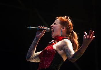Se busca cantante sesionista femenina para trabajo remunerado